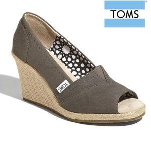 Toms Ash Gray Calypso Canvas Peep Toe Wedges 6.5